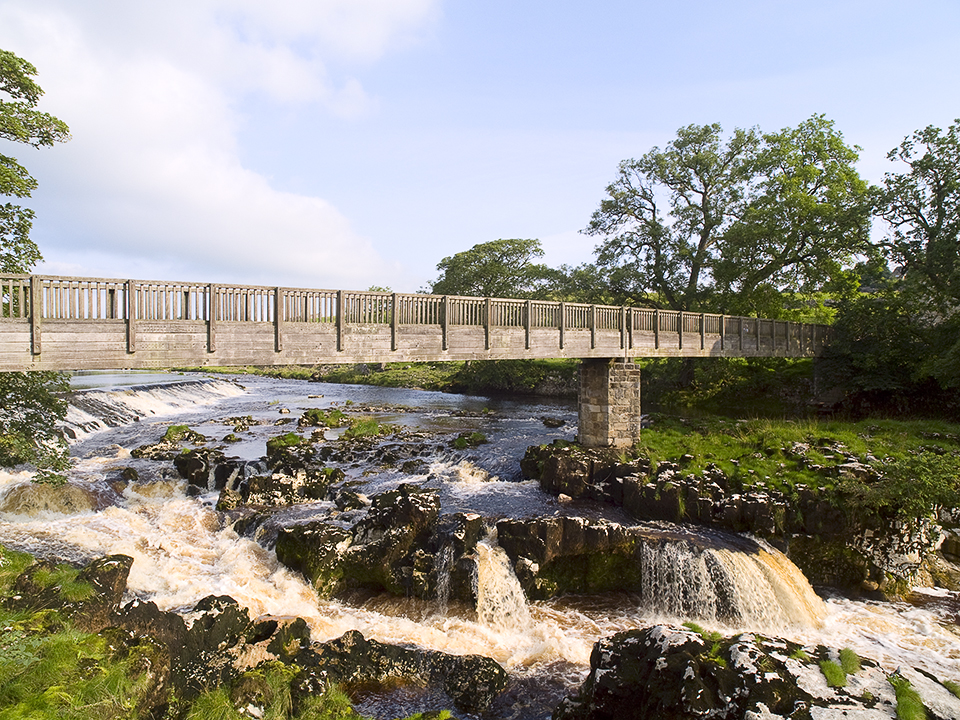 Footbridge over Linton falls